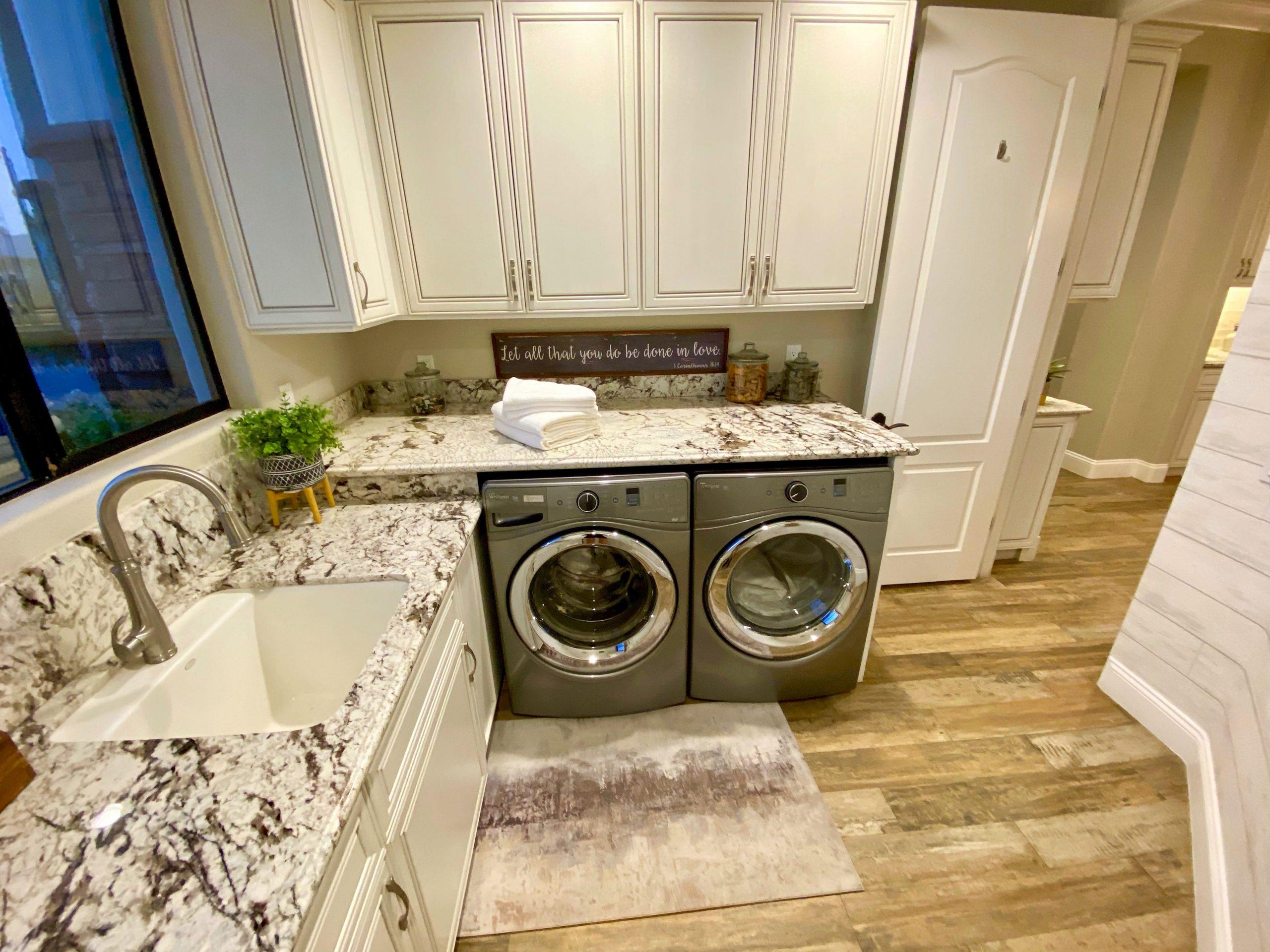 The Estate at Via Las Palmas - Laundry Room