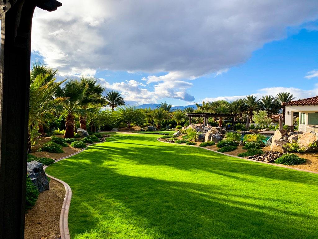 The Estate at Via Las Palmas - Lawn and Swing