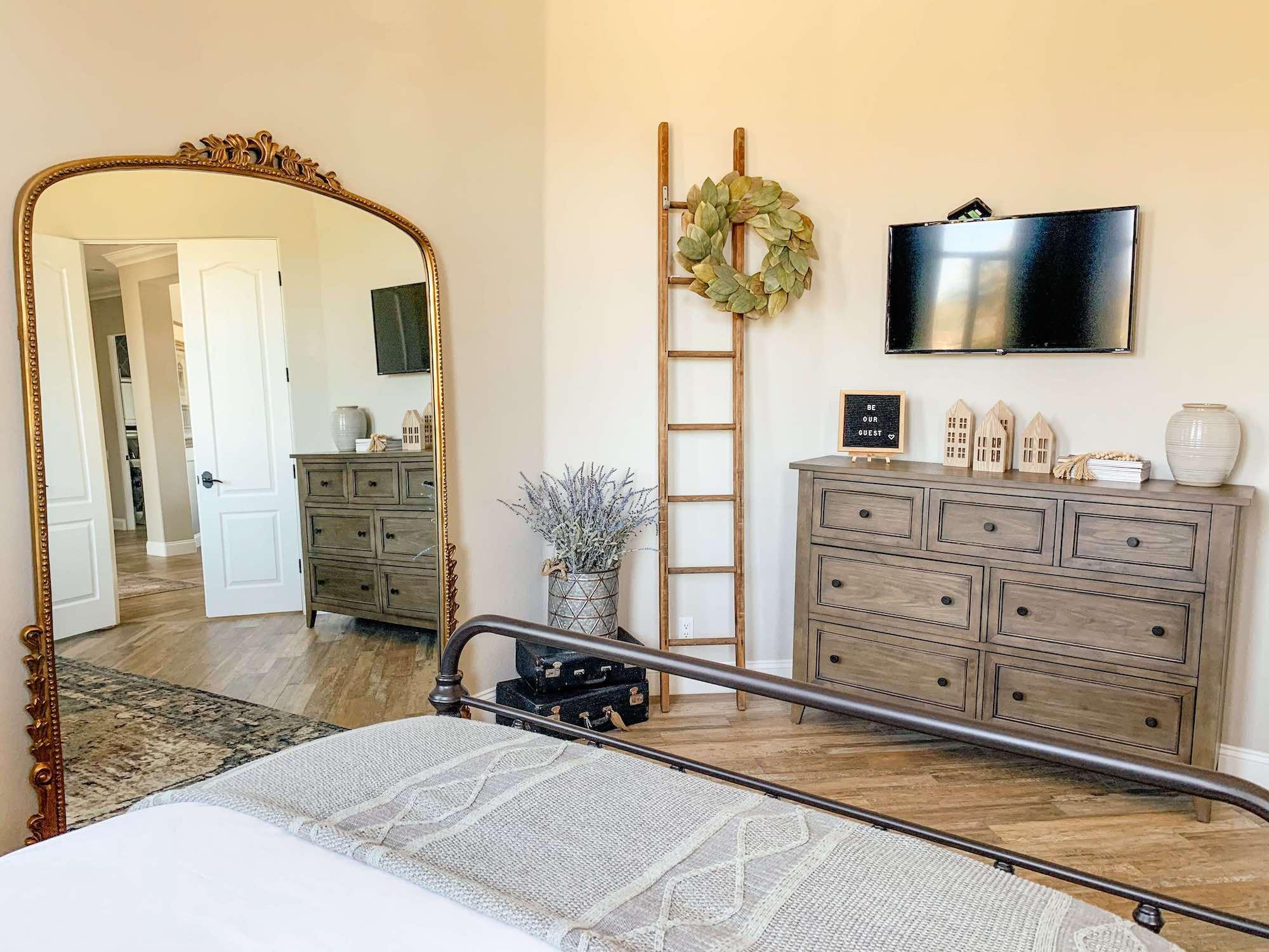 The Estate at Via Las Palmas - Owner's Suite